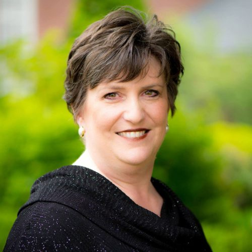 Professor Angela Tipps (U.S.A.)